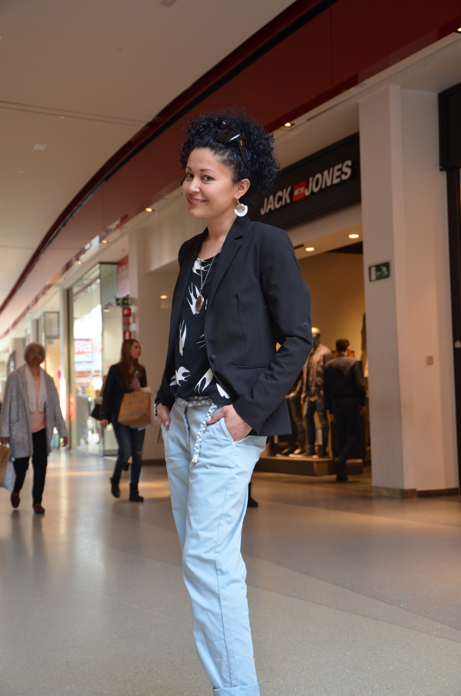 Carolina miss boucle noire à la fashion week de mediacité à Liège