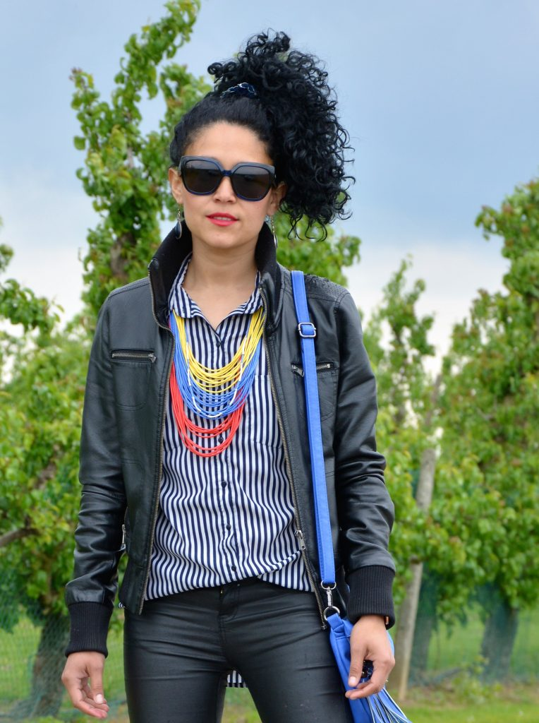 Black look and colorful necklace