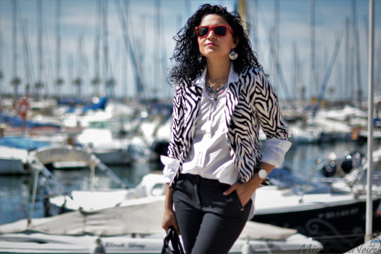 Au soleil sur le port de Sitges