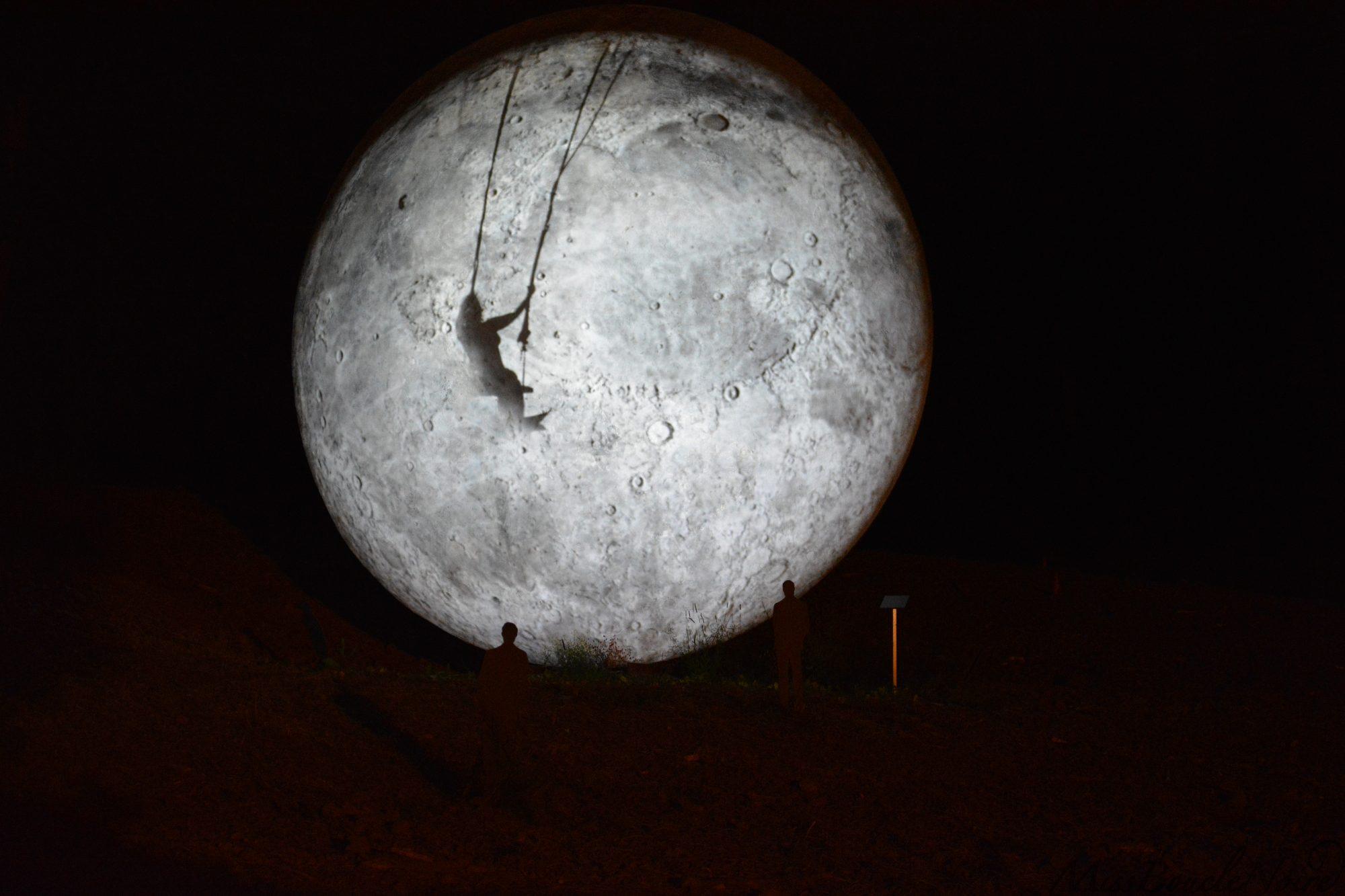 Encore plus de poésie avec cette lune et une histoire d'amitié qui a eu lieux au château à découvrir !