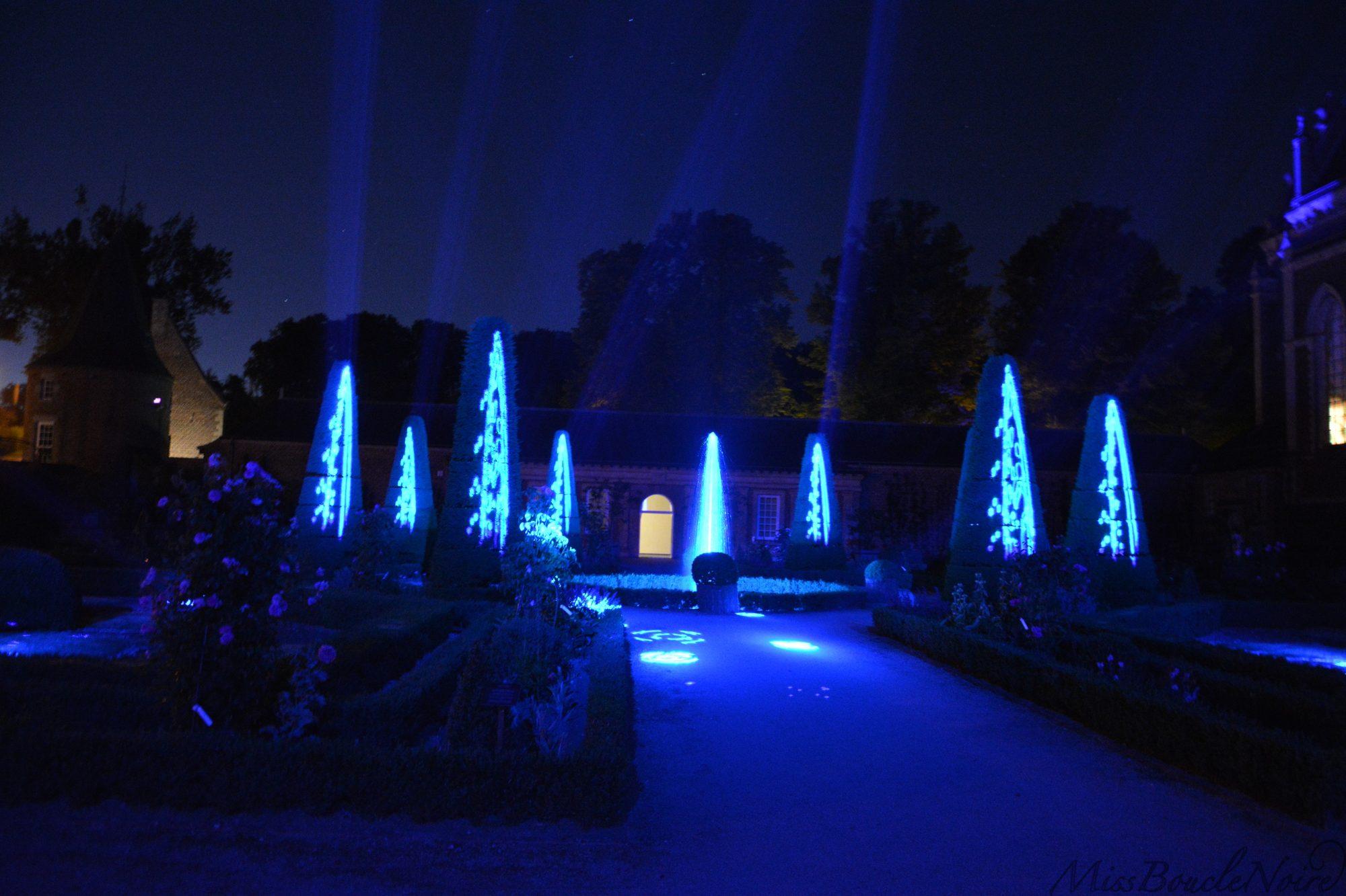 Un petit avant goût du bouquet final avec des jeux de lumières impressionant dans le jardin des orangerie du château d'Alden Biesen.