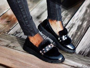missbouclenoire-chaussures-maniet-luxus-ponpoms-fourrures