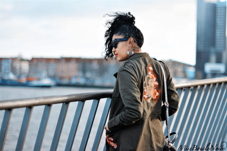 Look veste brodée délicate et chic à Rotterdam